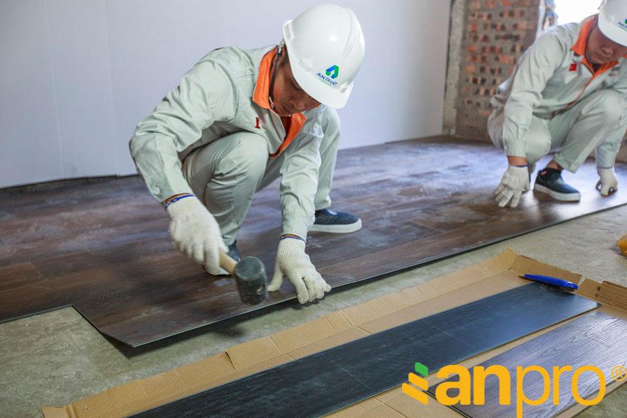 Thi công sàn nhựa tương đối đơn giản và tiết kiệm thời gian