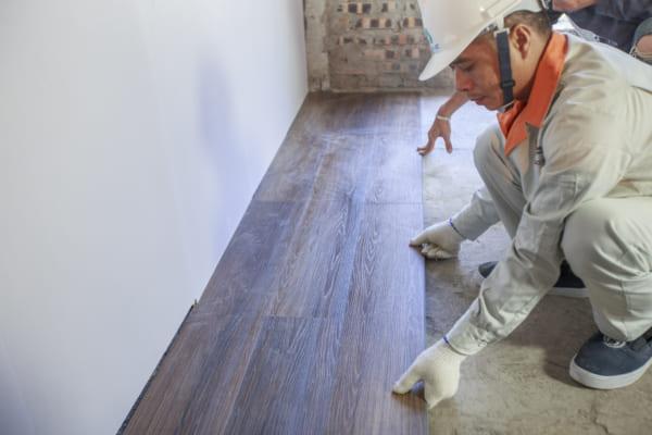 Việc thi công tấm ốp nhựa tường không phức tạp và cồng kềnh