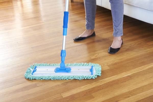 Dễ dàng vệ sinh và chống xước là ưu điểm của tấm nhựa