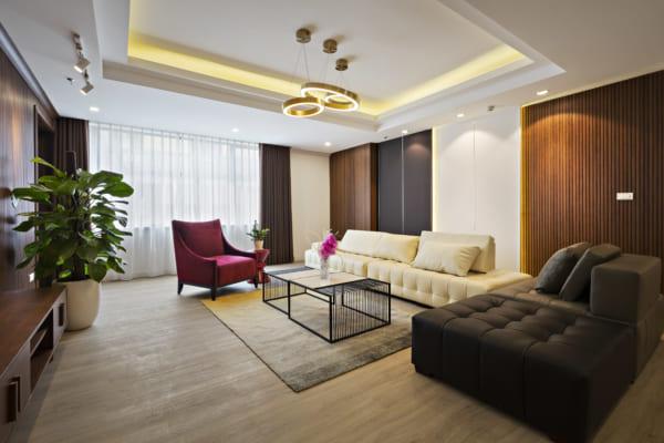 nh 1.Không gian phòng khách hiện đại tinh tế với Sàn SPC hèm khóa AnPro vân gỗ kết hợp tấm ốp nội thất AnPro vân gỗ giấy 600x400 - Giải pháp kiến trúc dành cho gia đình và nhà ở
