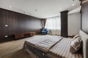 Ảnh 2.Sự ấm áp nhẹ nhàng từ Sàn SPC hèm khóa vân gỗ AnPro kết hợp tấm Ốp nội thất AnPro vân gỗ 1 300x200 - Làm trần nhà bằng nhựa - 3 điều bạn cần chú ý