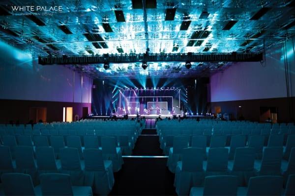 nh 3. Không gian phòng biểu diễn của khách sàn lung linh với tấm ốp nội thất AnPro vân giấy 600x400 - Giải pháp kiến trúc dành cho Khách sạn