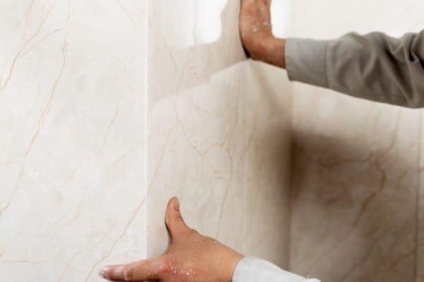 Chống ẩm mốc hiệu quả 600x400 - Cẩm nang lựa chọn tấm ốp nhựa kiến trúc cho gia đình bạn