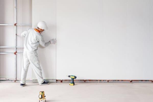 Dễ dàng thi công lắp đặt 600x400 - Cẩm nang lựa chọn tấm ốp nhựa kiến trúc cho gia đình bạn