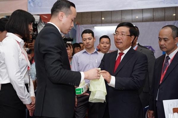 pho thu tuong pham binh minh tham gian hang cua tap doan an phat holdings 4566 1 - Phó Thủ tướng Phạm Bình Minh thăm gian hàng của Tập đoàn An Phát Holdings