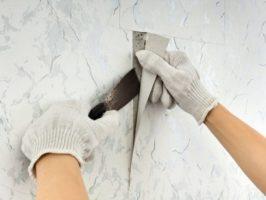 Giấy dán tường rất dễ bị ảnh hưởng bởi yếu tố thời tiết như nồm ẩm, mưa gió