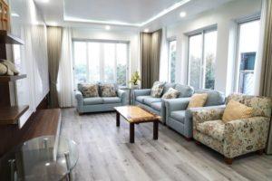 Sàn AnPro SA 88 mang màu ghi giúp không gian tầng 2 rộng rãi